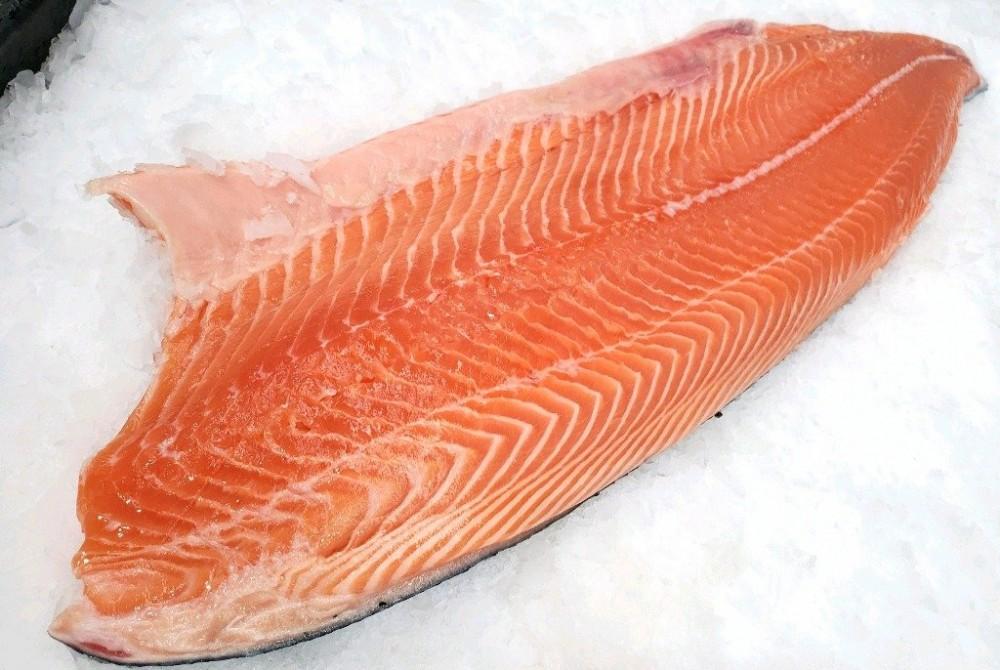 Cá hồi đông lạnh phi lê nguyên má