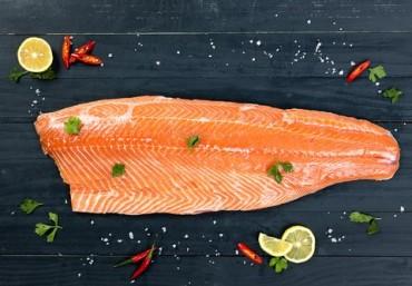 Cá hồi kho tiêu đậm đà hương vị Việt