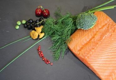 Cá hồi cuộn rau nướng